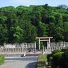 天皇陵の近代「超越性」のランドスケープ 〜みささぎの森での「めまいズーム」効果、借景式整備、近代の陵墓美観政策について