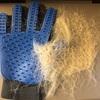 ブラッシングをさせてくれない犬 - Glove-Shaped Grooming Brush