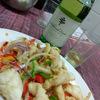 香港地元飯、熟食中心:イカの揚げ物、沙姜鶏脚と基本の焼きそば。日本企業による過去最大のM&Aで話題の「武田薬品」に「沙姜」って何よっ?と聞いてみた