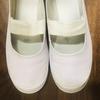 【ズボラ式】白いソール。上履きの汚れを落とす【上靴の洗い方】100円ショップのシューズハンガー