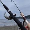 ★ ① 逗子海岸サーフで釣り少年との出逢い ① 💛 ♬ ~ のんびりエサ釣り~~に耐えられずルアーを出す。
