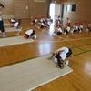 1年生:体育 マット運動 前回り
