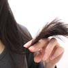 クセ毛の原因は頭皮のたるみ