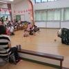 お父さんの雄姿に拍手(夏の猿まわし&花こま公演)〔兵庫県たつの市〕
