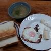 ベーコンエッグとバナナヨーグルトと榎スープ