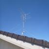 大風の中、揺れていたアンテナが屋根からなくなりました。