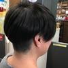 髪色…シックな「くすみ感」を作るためのブルーなショートカット