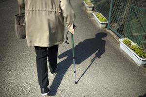パーキンソン病で現れるすくみ足の基礎知識と対策のコツ