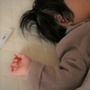 赤ちゃんが発熱時は冷やすといいの?グッズや病院に行く目安とは