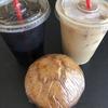 直訳するとすんごい名前のカフェ。ハワイ生まれのBad Ass Coffee