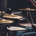 ドラム初心者がたった1ヶ月でドラムに触れずにどんな曲でも耳コピでき、ドラマーへの道を目指せるようになる究極の方法