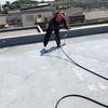 屋上高圧洗浄機での洗い作業