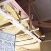 一宮市Sさま邸の天井裏に、ふわっふわの敷物をしきつめて