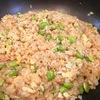 ヘルシー【1食116円】枝豆と鮭のもち麦チャーハン醤油味の作り方