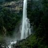 和歌山県那智の滝まで片道4時間のソロツーリング。風間ダム、二津野ダムの放流やら、飛瀧神社や那智大社やら。