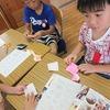 2年生:折り紙で栗を作る