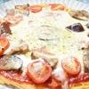 フライパンで簡単に作れる!トマトとナスのパスタピザの作り方・レシピ