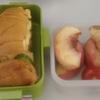 タマゴサンドと果物