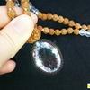 圧倒的な輝き!浄化・開運をお求めのあなたへ!プレミアムカット水晶のルドラクシャマーラーペンダント(菩提樹の実)全チャクラ対応