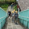 登校の様子 東方面から来る歩道橋
