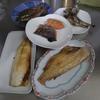 幸運な病のレシピ( 1994 )朝:鮭、いわし丸干し、赤魚、塩サバ、味噌汁、いわし焼きびたし(仕立直し)、マユのご飯