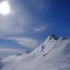 雪を纏う剣ヶ峰・スキー場から登る「群馬の」ホタカ @武尊山