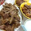 香港地元飯、ダイパイトン:アヒルの鹵水、鶏の脚の鹵水、牛的何かの鹵水と大根。鹵水専門店らしきお店(怡興飯店、駱克道街市熟食中心)