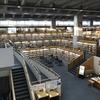 映画「図書館戦争」のロケ地! 十日町情報館の美しい書架