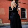 結婚式に呼ばれたらプラダの美しき黒ドレスをレンタルして着て行こう