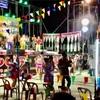 タイ東北部イサーンの田舎で行われた熟女によるフォークダンス?をご覧ください。2016
