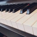 ピアノ弾き語り初心者が、1日たった30分ピアノに触るだけで、憧れのアーティストのように人前で弾き語りができるようになる方法