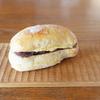 「丘の上のパン屋」の餡バターと木の器