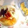 鮭、帆立フライ、フランクフルト、紫ポテト、わかめ玉子焼き、サラダ