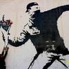 《芸術テロリスト》バンクシーの正体は超有名イギリスアーティスト!?世界一周へ行くならバンクシーアートも知っておこう!!