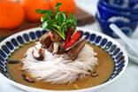 【アジア土産】ミャンマービールとプラウンロールとグリーンカレー麺