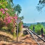 「カンチャナブリー駅」から「タムクラセー駅」まで再び列車に乗り、線路の上を歩きに!!