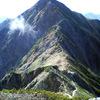 紅葉が山肌に映える赤岩尾根から北ア・後立山連峰鹿島槍ヶ岳登山。