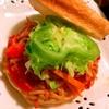 彩り野菜たっぷりのコチュジャンマヨ焼きそばパン