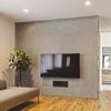 美しく壁掛けテレビを設置するための配線を隠す2つの方法