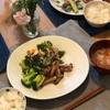 ごはん、豚肉のソテーとサラダ、野菜スープ