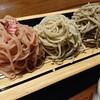 石川県七尾市能登島にあるお蕎麦屋さん、生蕎麦槐(えんじゅ)で桜切りも入った三色もり。