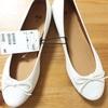 H&Mで白いフラットシューズを購入。安くてかわいいよ。