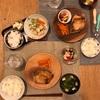 ごはん、ブリの照り焼きと人参ナムル、豆のサラダ、豆腐とほうれん草の味噌汁