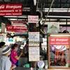 国鉄の線路沿いにある人気カオムーデーン食堂「スニー・カオムーデーン」@タラートプルー