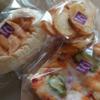 金沢二水高校近く、金沢市若草町にあるベーカリーショップひなげしで、ハムチーズ、ピザパン、ラスク。