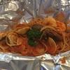 Trattoria Italian Kitchen シンガポールで 赤ワインとシーフードパスタを食す。