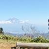 浜石岳の山頂から富士山を見る