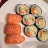 前菜のお寿司とアボカド料理