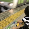電車で泣く赤ちゃんと、公園のカモ