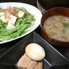 豚の角煮、水菜サラダ、味噌汁/おかゆ、漬物
